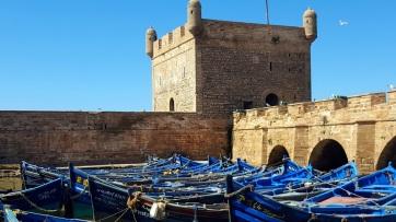 Hafen mit traditionellen Fischerbooten