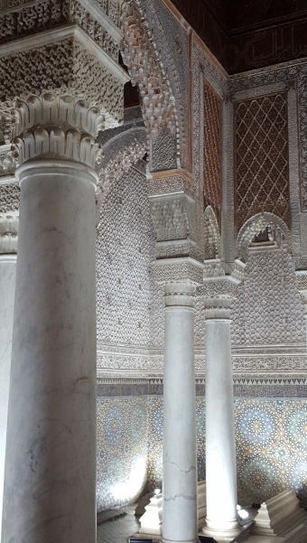 Säulen mit Lambrequinbögen