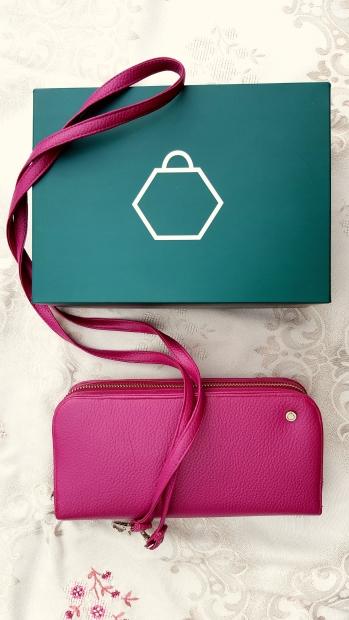 Tasche mit Tragegurt und in schöner Verpackung