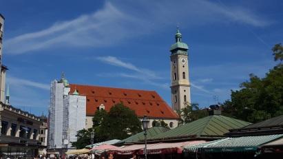 München Viktualienmarkt Heilig-Geist-Kirche