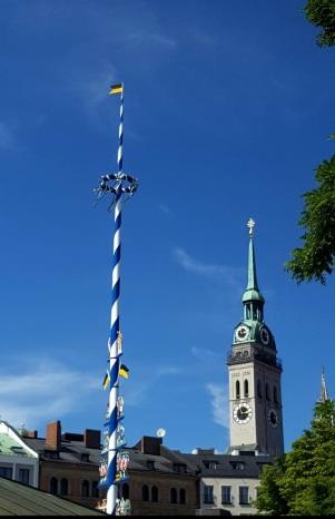 München Viktualienmarkt Maibaum