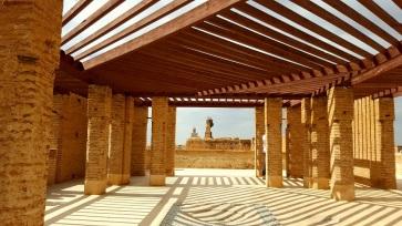 Terasse mit Storch und Minaret