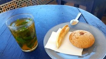 Cafe Maure Tee und Kekse