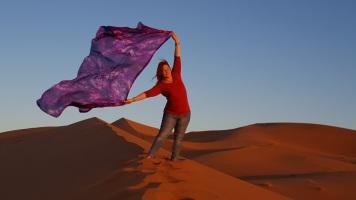 Wüste 1. morgen mit Tuch stehend Sonne