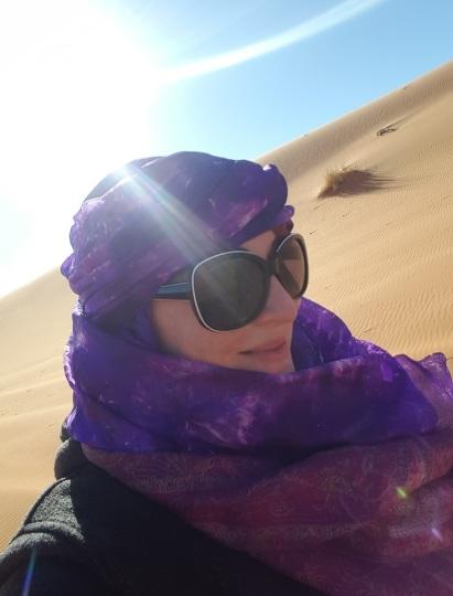 Wüstenprinzessin mit Sonnenbrille