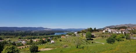 014 Blick über das Tal nach Spanien und Hotel Boega