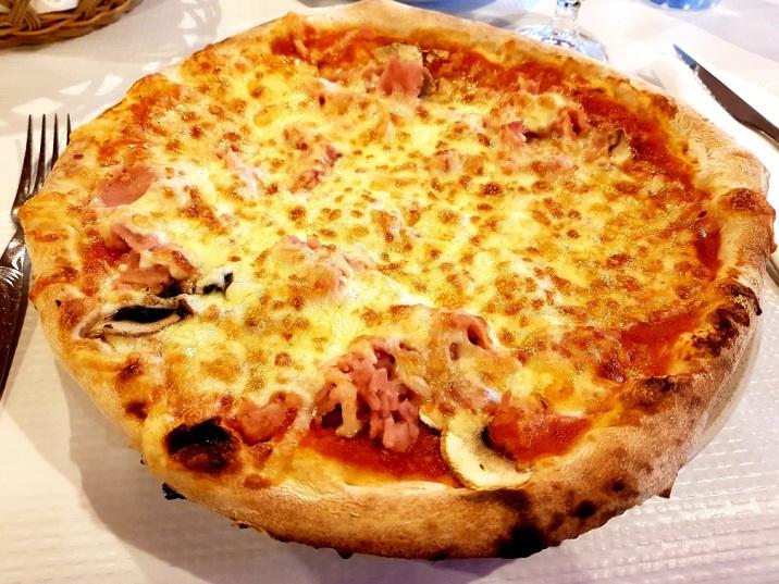 022 Pizza im Ristorante Dolce Vianna