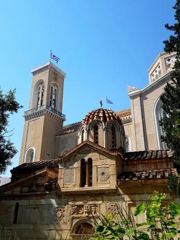 Kathedrale aussen mit Agios Eleftherios Kirche