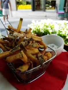 Zucchinisticks im Restaurant In Town