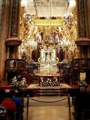 21 Altarraum mit Hl. Jakob